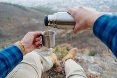 在山的咖啡休息 图库摄影