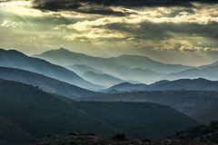 在山的喜怒无常的天空在可西嘉岛的Balagne地区 库存照片