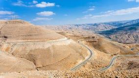 在山的国王高速公路在Al Mujib水坝附近 库存图片