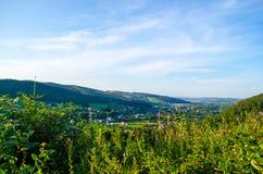在山的夏天早晨 喀尔巴阡山脉,乌克兰 免版税库存图片