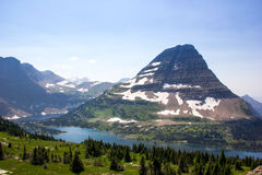 在山的夏天雪 免版税库存图片