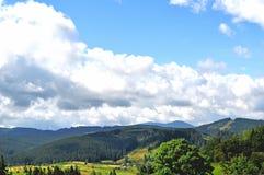 在山的多云天 免版税库存照片