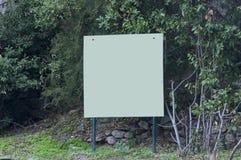 在山的大广告牌 免版税库存照片