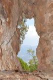 在山的孔 库存图片