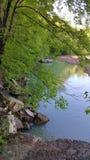 在山的小河 免版税库存图片