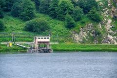 在山的小水力发电站 免版税库存照片