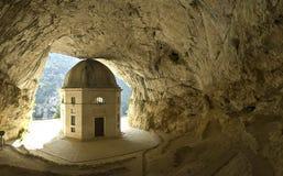 在山的岩石寺庙 图库摄影