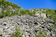 在山的岩石,在瑞典斯堪的那维亚北部欧洲 库存图片