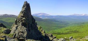在山的峰顶 库存照片