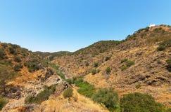 在山的干燥峡谷 库存照片