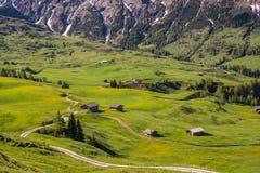 在山的弯曲的路 免版税库存图片