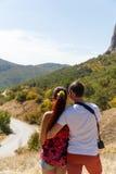 在山的摄影爱恋的夫妇 免版税图库摄影