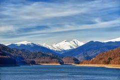 在山的新的雪 免版税库存图片