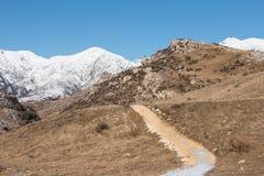 在山的旅游道路方式,新西兰 库存图片