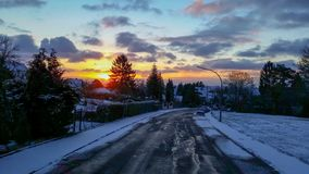 在山的日出在冬天 免版税库存照片