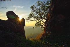在山的日落在日落:Nam Nao国家公园,泰国 库存图片