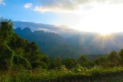 在山的日落,河江市,越南 库存照片