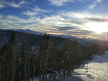 在山的日落 免版税库存图片