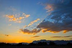 在山的日落 库存图片