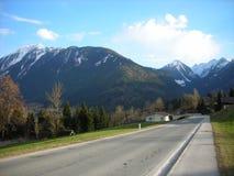 在山的早春天风景 库存图片