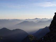 在山的早晨光 库存照片