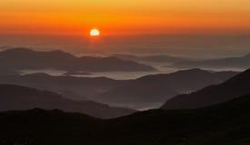 在山的早晨日落 库存图片