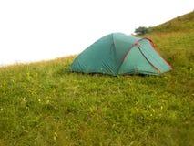 在山的早晨风景与帐篷 图库摄影