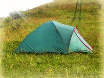 在山的早晨风景与帐篷 免版税库存图片