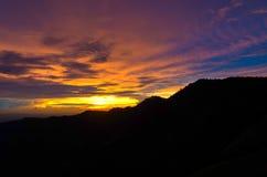 在山的暮色光 在泰国 库存图片