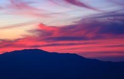 在山的暮色天空 库存照片