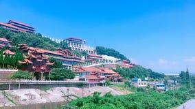 在山的有些寺庙在天空蔚蓝下在夏天 库存照片