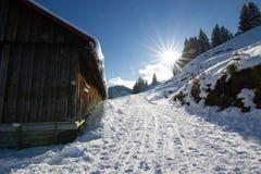 在山的村庄在冬天 库存照片