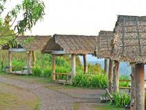 在山的村庄,村庄,小屋,客舱,棚子,小屋,简陋小木屋 库存图片