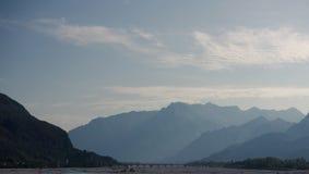 在山的桥梁 免版税图库摄影