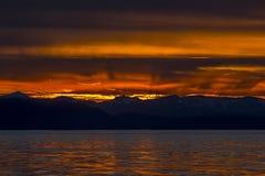 在山的橙色日落,阿拉斯加 免版税库存照片