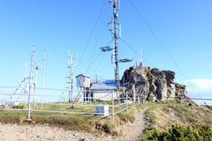 在山的气象学驻地 库存图片