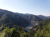 在山的水坝 免版税库存照片