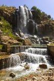 在山的瀑布 免版税图库摄影