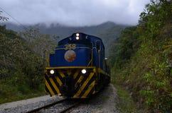 在山的火车 免版税库存图片