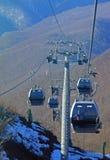 在山的现代空中览绳 免版税图库摄影
