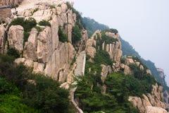 在山的石步骤 图库摄影