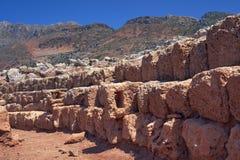 在山的石头废墟 免版税库存图片