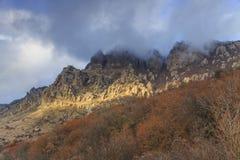 在山的秋天风景 克里米亚, Demerdzhi 免版税库存照片