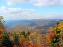 在山的秋天风景 免版税库存照片