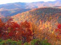 在山的秋天风景 免版税库存图片