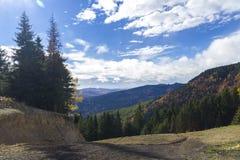 在山的秋天 库存图片