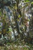 在山的纹理石岩石 免版税库存图片