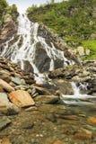 在山的美丽的瀑布, Balea落下, Fagaras山,喀尔巴汗,罗马尼亚 库存图片
