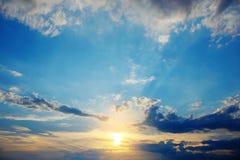 在山的美好和天堂般的日出环境美化,北泰国 免版税库存图片