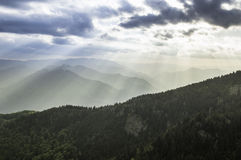 在山的美好的夏天日落 图库摄影